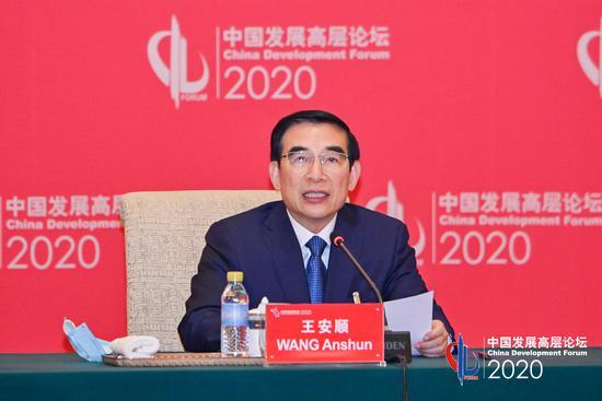 国务院发展研究中心副主任王安顺主持中国发展高层论坛年会