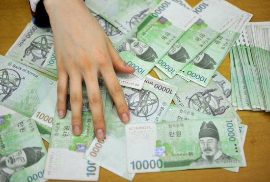 韩国工薪族平均月薪1.7万元女性收入