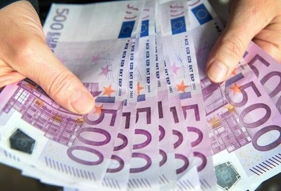 欧盟出台海关现金检查新规 旨在打击洗钱和恐怖主义欧盟委员会