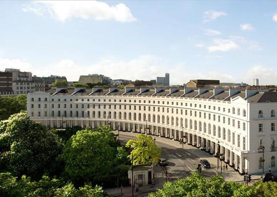 鸟瞰伦敦摄政公园的Regents Crescent项现在。最矮售价290万英镑,30%卖给了美国人。