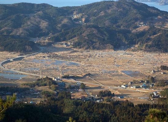 2011东日本大地震中,几乎被夷为平地的岩守县陆前高田市市区。来源:维基。