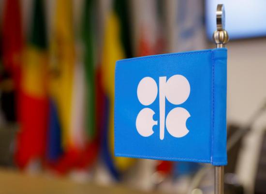 资料图片:2018年12月7日,奥地利维也纳,石油输出国组织(OPEC)总部的组织标识。REUTERS/Leonhard Foeger
