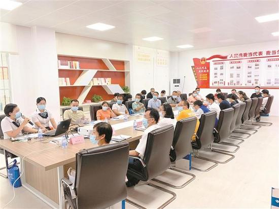 深圳农商银行参与政银企对接会。