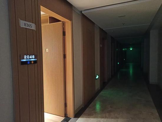 项目内部的昏暗走廊每经记者 赵西岭摄