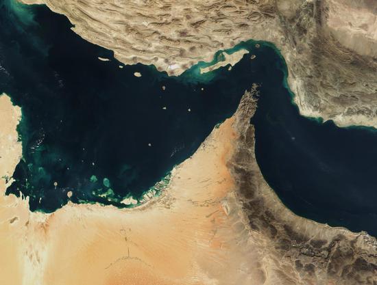 伊朗强硬派威胁封锁海峡 将油价逼升至400美元!