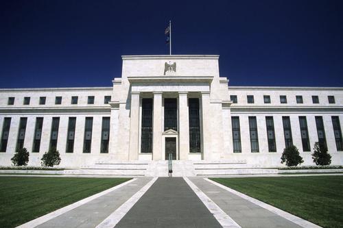 美联储维持利率不变 称新冠疫情构成相当大的风险