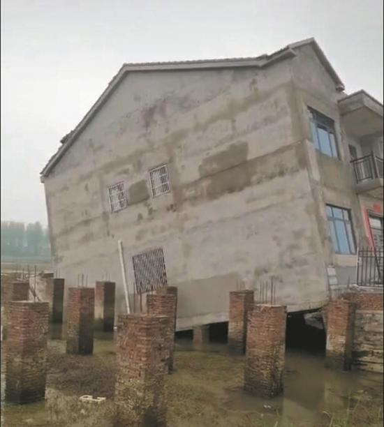 倾斜的房子