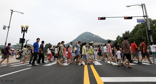 人民日报海外版整版喊话香港青年 说了这些话(图)