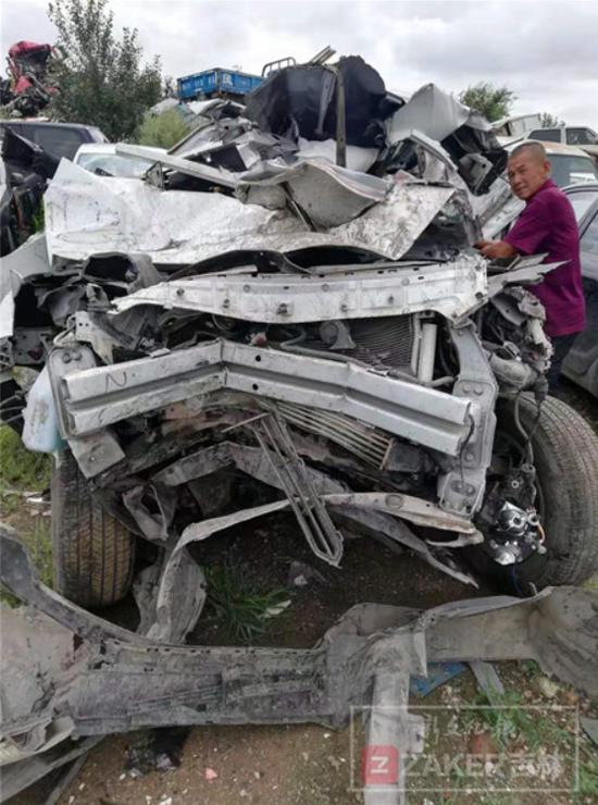 长安CS75撞车6个安全气囊都没弹 4S店:或没撞到点上