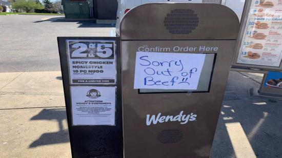 圖爲Wendy's的牛肉缺貨標識