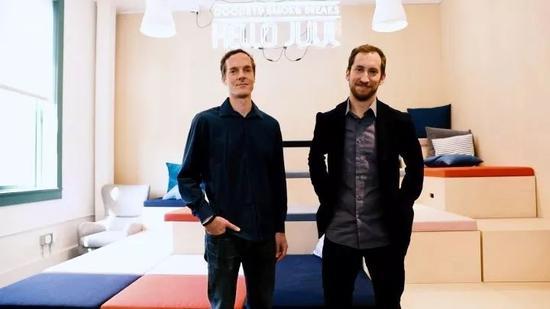 Juul创起人亚当-鲍恩(Adam Bowen)和詹姆斯-蒙希斯(James Monsees)
