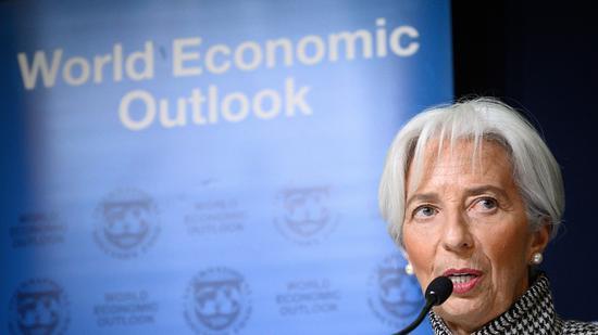"""拉加德:全球经济增长""""脆弱"""" 不能只靠央行"""