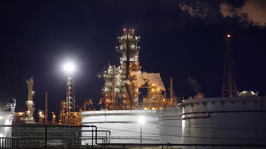 美国6月原油期货暴跌43% 5月原油暴涨126%