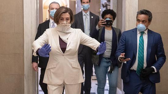 杜克大学:戴好口罩 手帕和围脖阻挡不了病毒!
