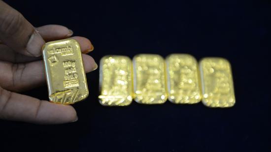周一黄金期货下跌2.6% 期银重挫10.1%