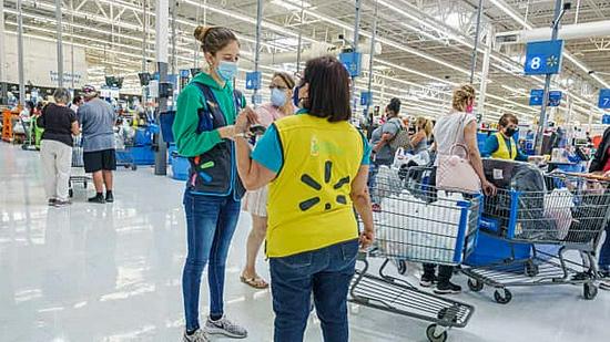 沃尔玛为美国56万店员加薪 时薪至少提高1美元
