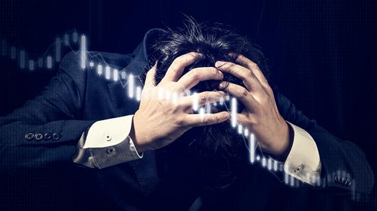 """麻理研究称股市下跌时, 中年""""油腻男""""更易恐慌抛售"""