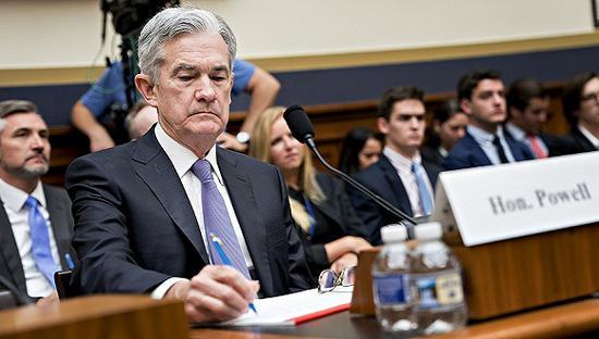 2018年7月18日,鮑威爾出席眾議院金融服務委員會聽證會,就經濟及貨幣政策發表證詞陳述。圖片來源:視覺中國