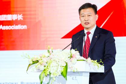 中欧校友总会会长、朗诗绿色集团董事长田明发表演讲