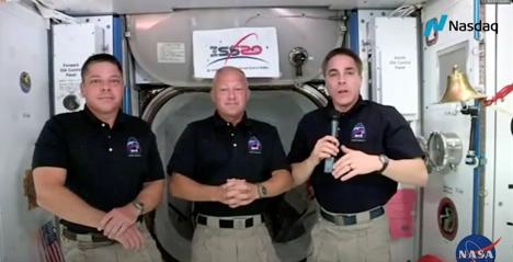 图为罗伯特-本肯、道格拉斯-赫利和国际空间站指挥官克里斯-卡西迪