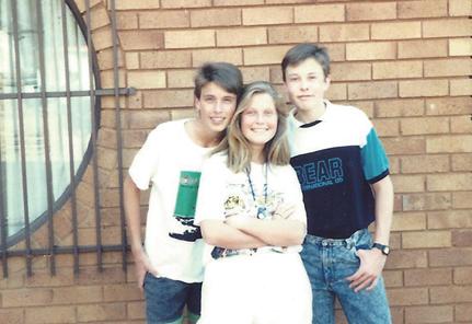 1988 年,搬去添拿大前,金博尔、托斯卡和埃隆三人相符影
