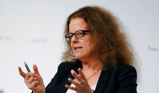 2019年11月22日,德国法兰克福,德国经济学家施纳贝尔出席欧洲银走业大会。