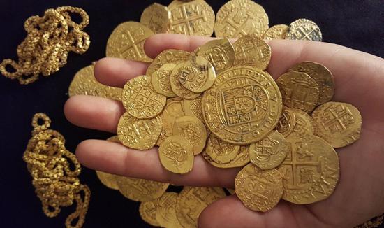 周二黄金期货价格收高0.3% 白银收高0.6%