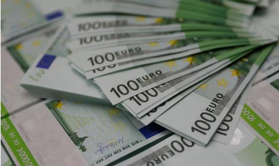 原料图片:2017年11月,奥地利维也纳,欧元纸币。REUTERS/Leonhard Foeger