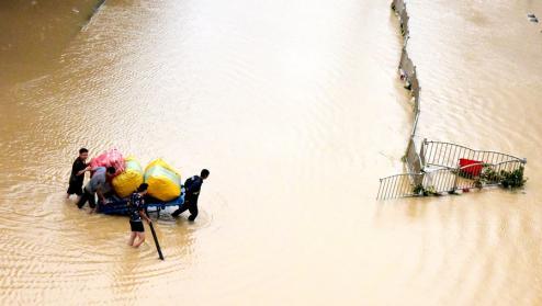 郑州暴雨(上观新闻)