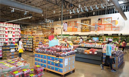 当地时间2017年6月16日,在美国西雅图,亚马逊表示将以约137亿美元的价格收购全食超市,包括其净负债。