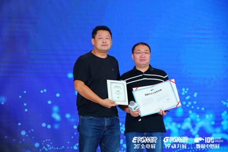 鹏博士大数据建设管理中心总经理王旭佳(右),受邀成为CDCC数据中心工作专家技术组核心成员