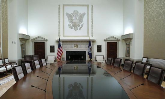 原料图片:2014年2月,美国华盛顿,美联储总部的会议室。REUTERS/Jim Bourg