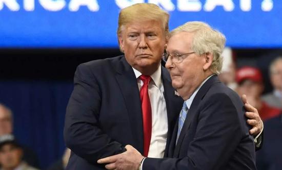 特朗普希望刺激方案规模超1.8万亿美元 麦康奈尔称共和党不支持
