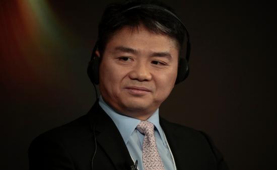 2018年1月,刘强东参加达沃斯论坛的一个座谈会。