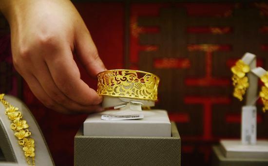 周一黄金期货收跌1.8% 创两周来最大日跌幅