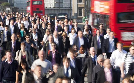 英失业率创43年新低 薪资增速放缓仍示经济阴晴不定