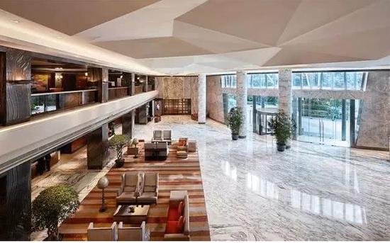 (图为上海虹桥元希尔顿酒店大堂。图片来源:希尔顿官网)