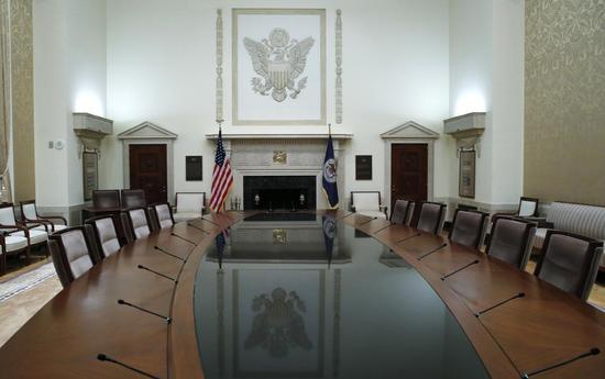 原料图片:2014年2月,美国华盛顿, 美联储总部内的一间会议室。REUTERS/Jim Bourg