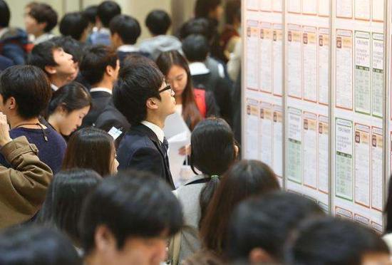 解决青年就业难 韩拟补助录用单位每人每年900万韩元就业