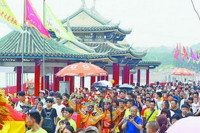 2019海峡两岸龙舟赛集美男女队夺冠 文化活动年轻化
