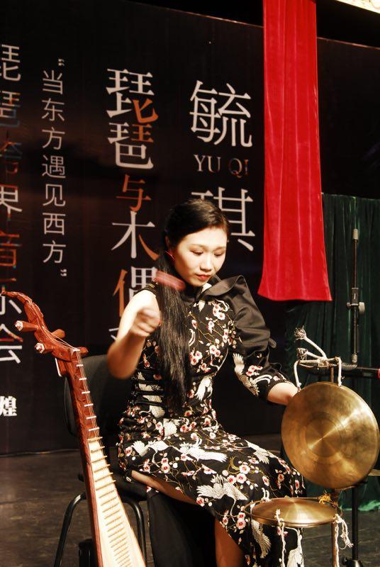 厦门青年音乐家玩转跨界 琵琶碰撞木偶戏创新演绎