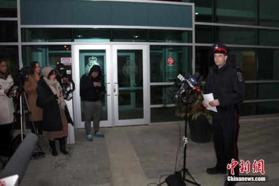 资料图:加拿大安粗略省约克区警员局讲话人于内地时刻3月26日晚向媒体披露,一名22岁陆姓(音译,Wanzhen LU)中国男性留门生在加拿大大多伦多地域万锦市(Markham)遭到绑架三天后终于被找到,生命无虞。但因嫌犯尚未就逮,此案观测尚未终结。 中新社记者 余瑞冬 摄