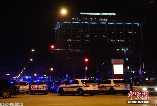 原料图:当地时间2018年11月19日,美国芝添哥一家医院附近发生大周围枪击事件,已造成包括枪手在内的2人物化亡,另有众人受伤,其中2人伤势主要。