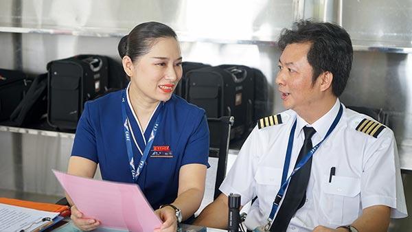 空姐被潜规则的故事_南航空姐被机长潜规则图片