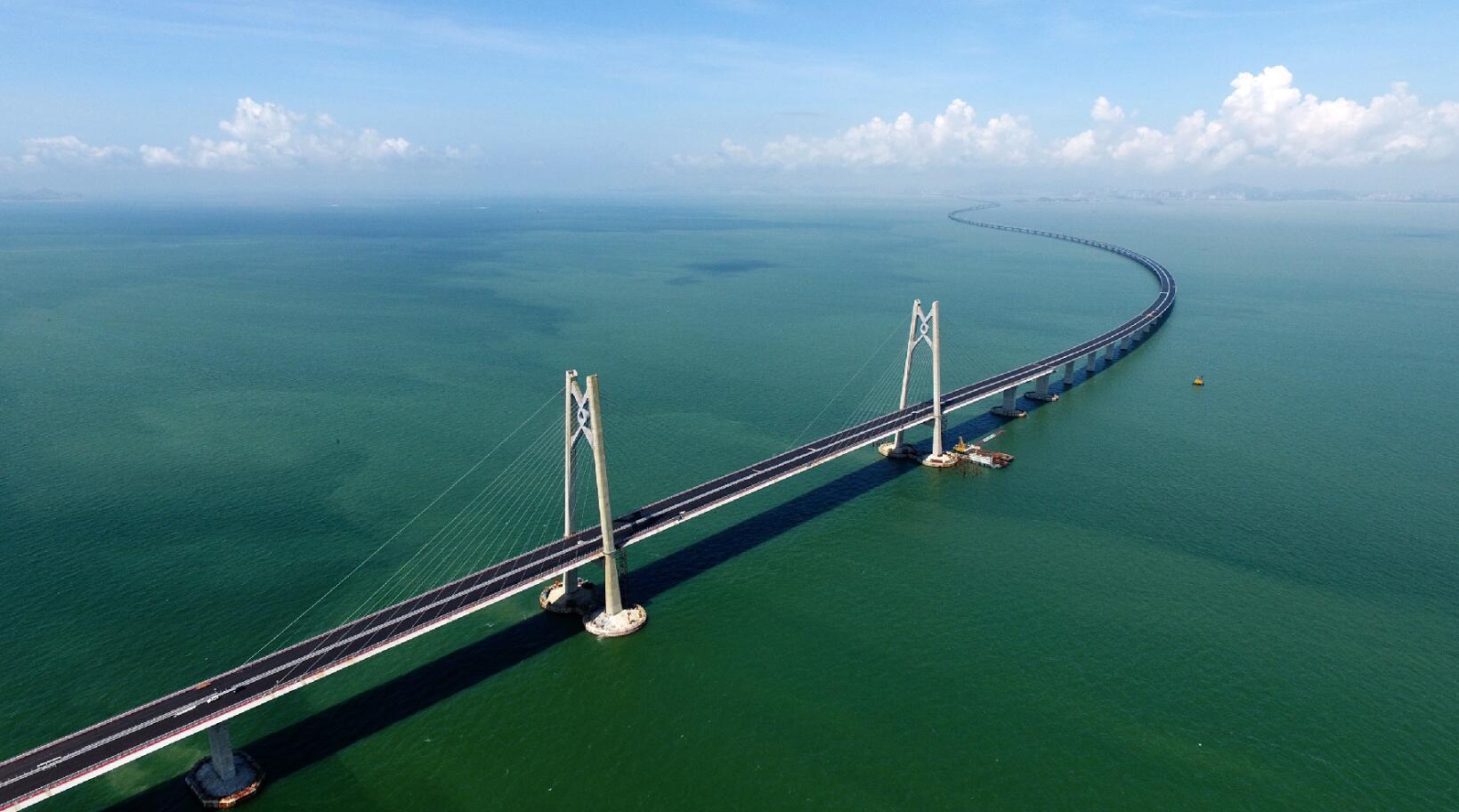 为什么港珠澳大桥耗费巨资修隧道? 这是迪拜的教训, 我国提前避免