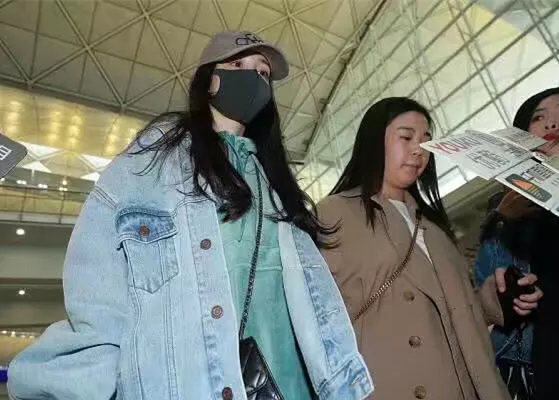 杨幂一周内两次返港 杨幂刘恺威离婚后争小糯米抚养权?