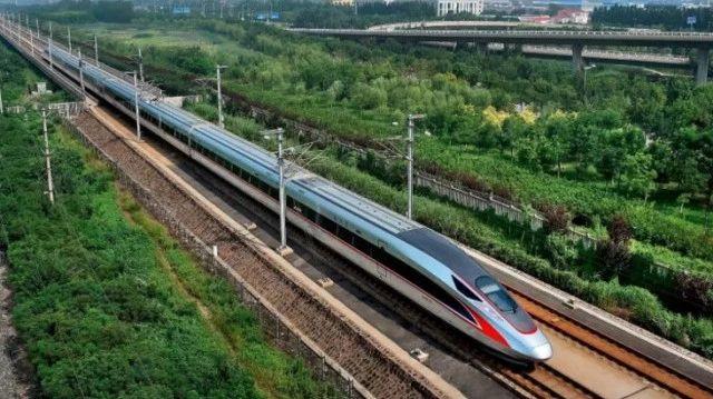视频:京沪高铁再增8对复兴号 单程仅需4小时18分