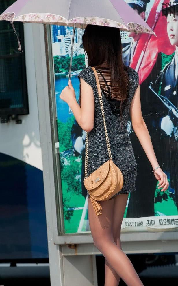 操大屁股熟女_微胖熟女紧身裙裹出饱满曲线丰满臀部,曲线优美身姿迷人,女人魅