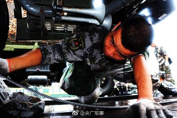 """""""黑鹰""""直升机坠毁重创台军高层,事故原因仍在调查"""
