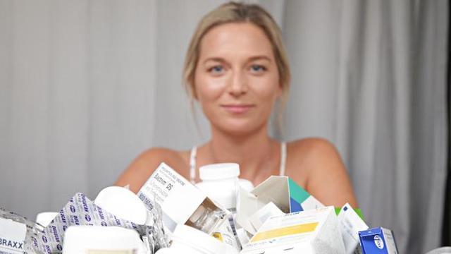 女孩患罕见病12年每天吃50片药,无法自己洗澡刷牙